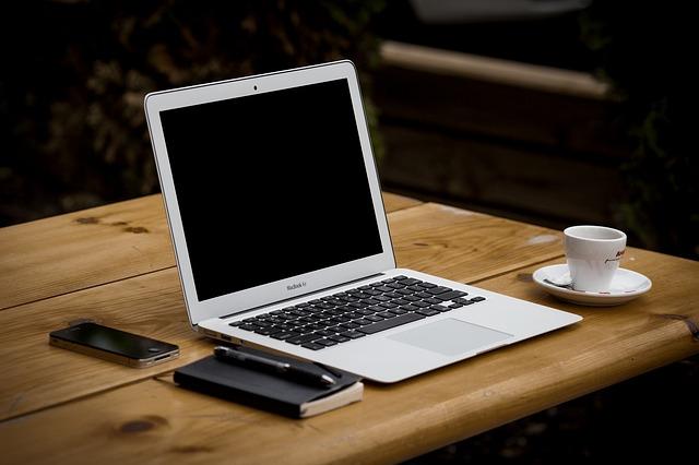 bureau-ordinateur-smartphone